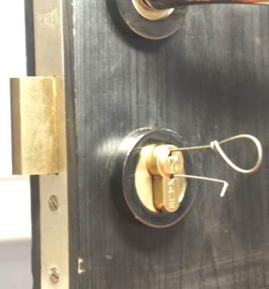 Открытие входной двери