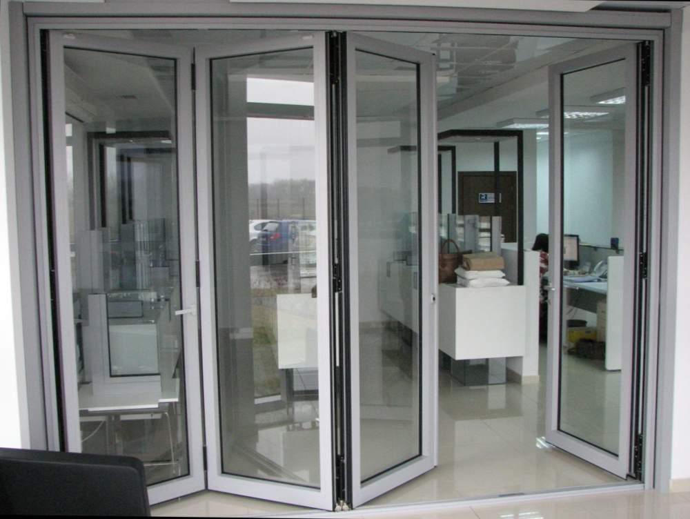 Дверь-гармошка из стекла