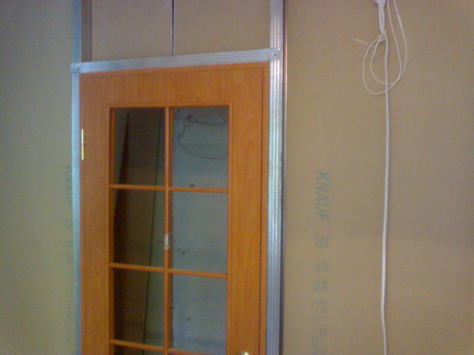 Дверь в гипсокартонной стене