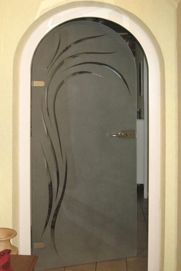 Стеклянная арочная дверь