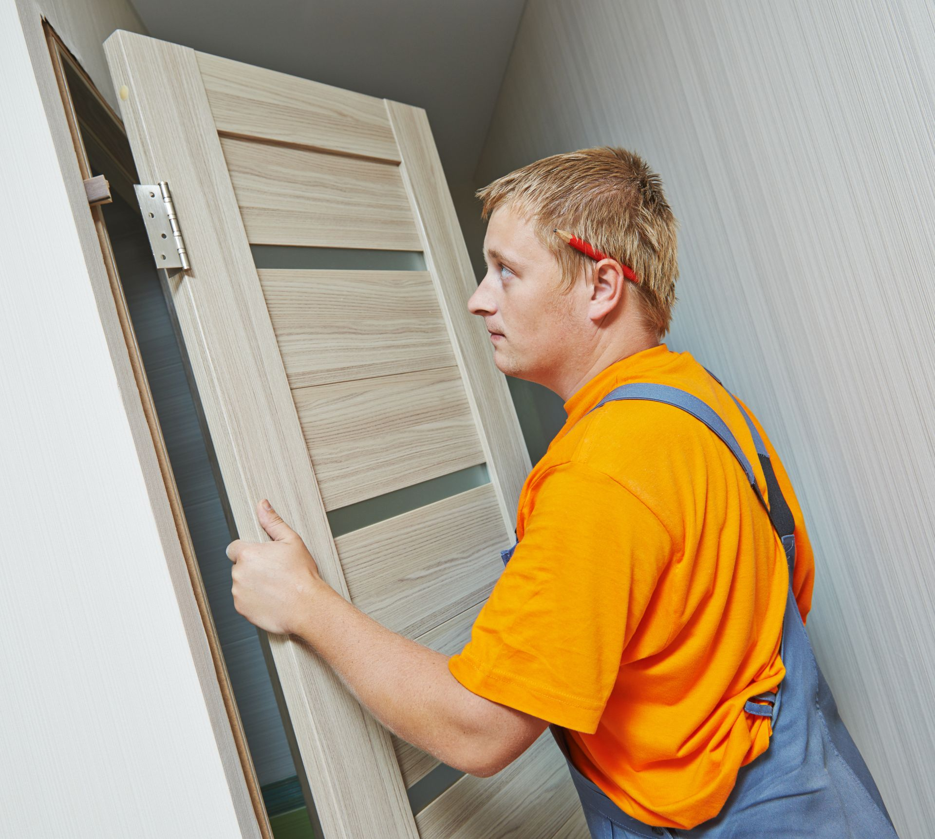 Монтаж межкомнатной двери