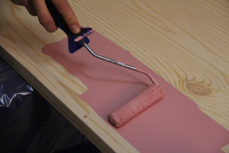 Окрашивание дверного полотна валиком