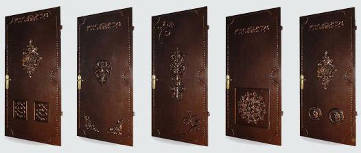 Дверь с кованным декором