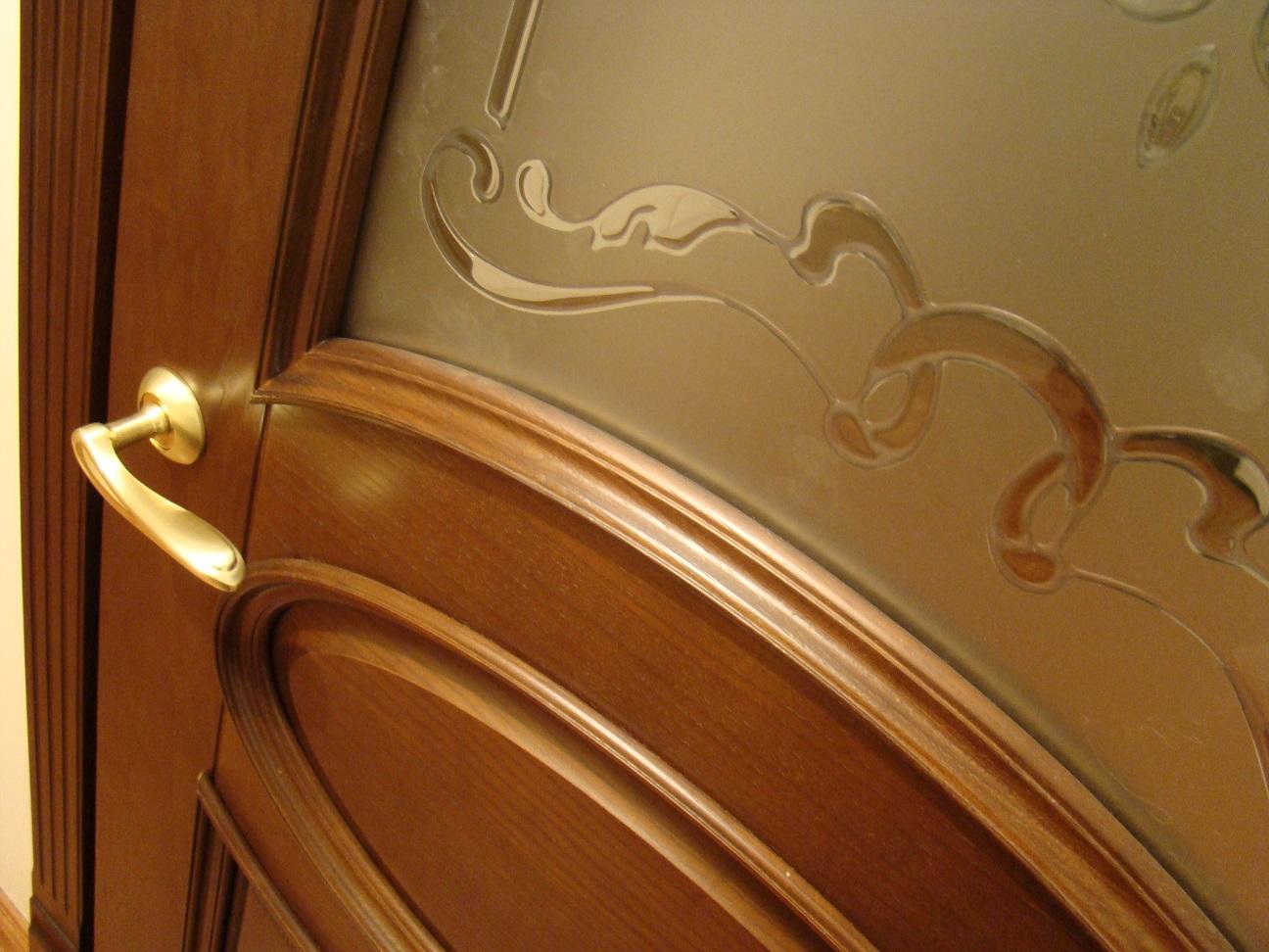 Внешний вид двери из дерева