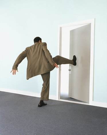 Выбивание двери