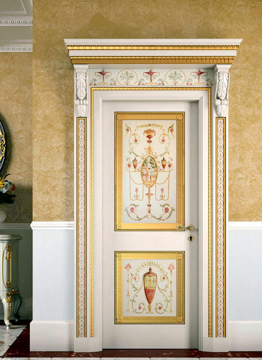 Дверь с декоративной отделкой