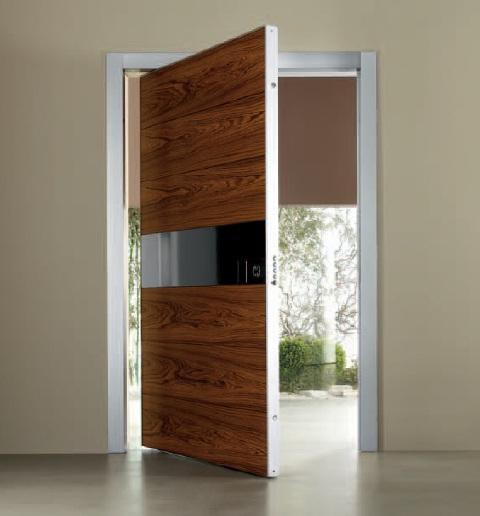 Широкая входная дверь
