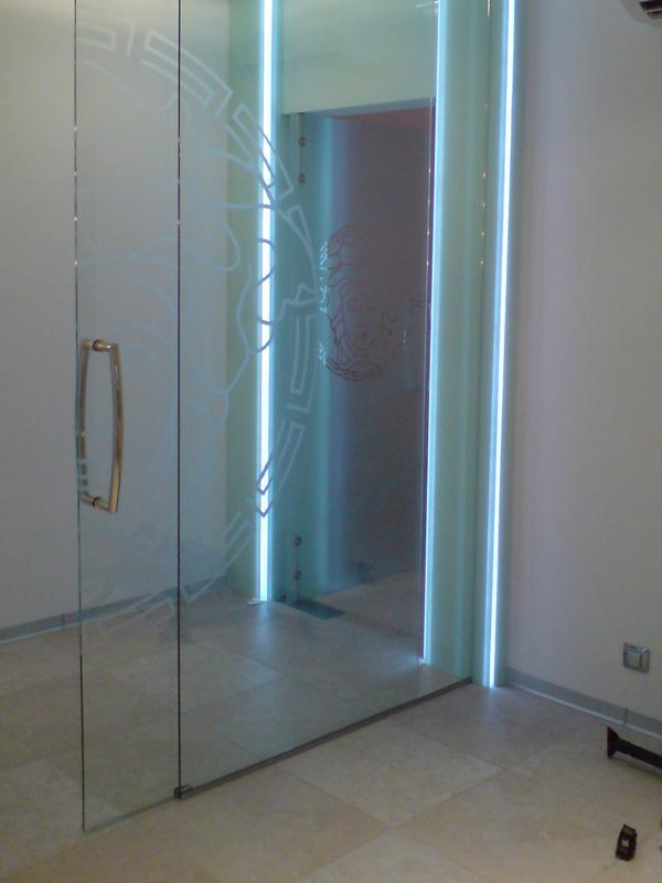 Раздвижная дверь с подсветкой