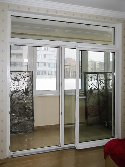 Раздвижная дверь на балконе