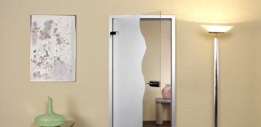 Межкомнатная дверь из стекла