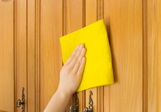 Уход за деревянными дверями