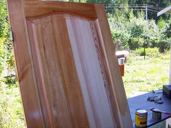 Ремонт дверного полотна из дерева