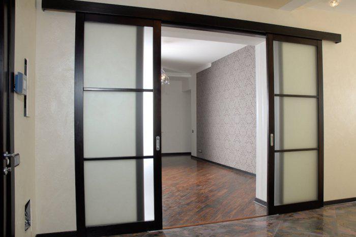 Подвесные двери в интерьере