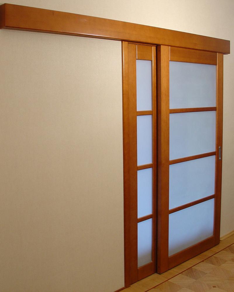 Раздвижная дверь из дерева
