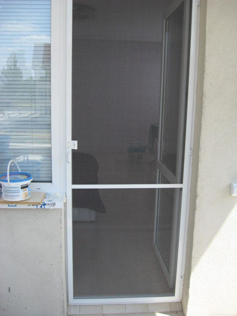Сетка на двери балкона