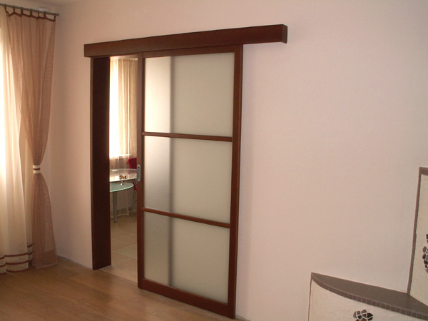 Раздвижная дверь в интерьере квартиры