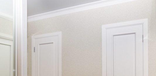 Двери белого цвета в доме