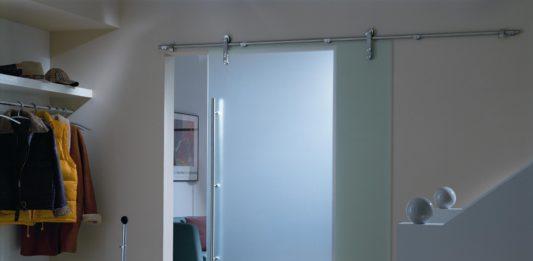 Стеклянная дверь на верхней направляющей