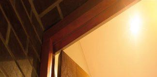 Деревянная коробка двери