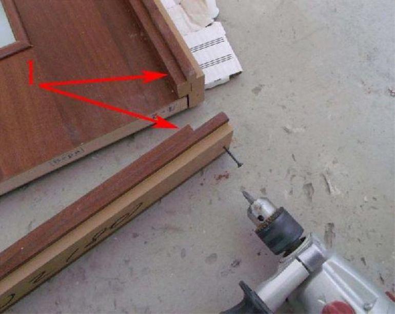 Крепеж коробки двери