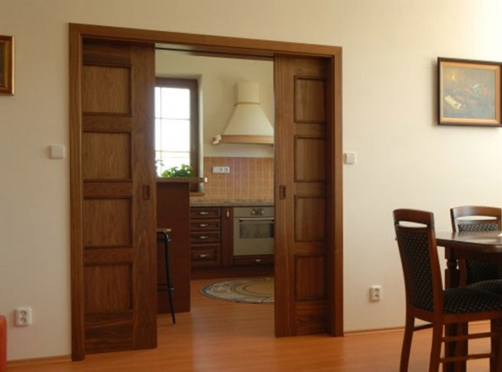 Раздвижная дверь из массива древесины