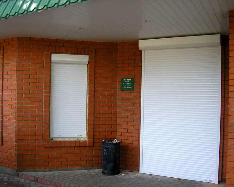 Рольставни на входе в здание