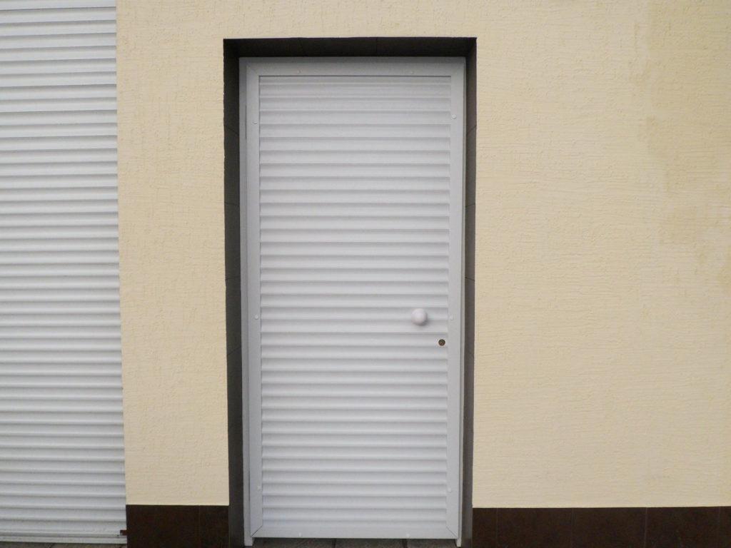 Скрытые роллеты на двери