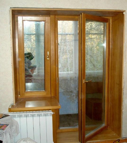 Деревянная балконная дверь