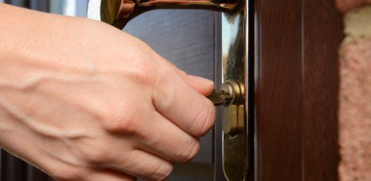 Заклинившая дверь