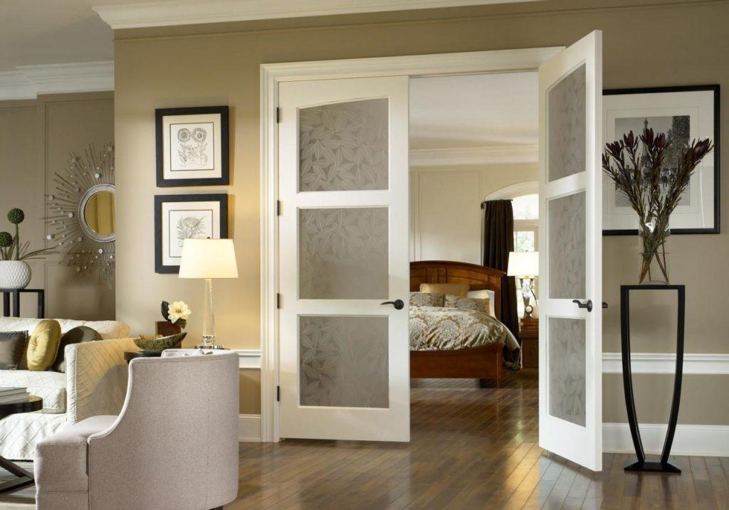 Двойная дверь в интерьере
