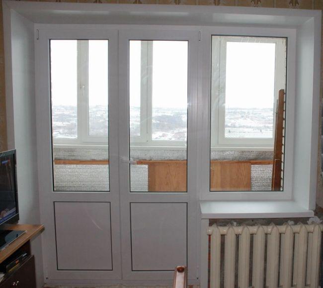 Двойная балконная дверь