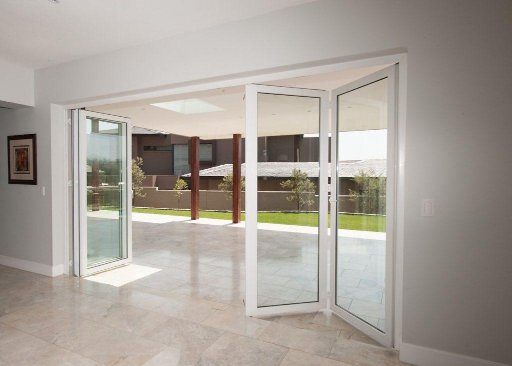 Наружная дверь-гармошка