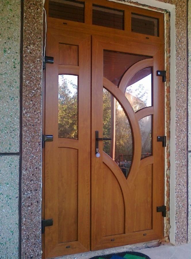 Входная дверь из ПВХ