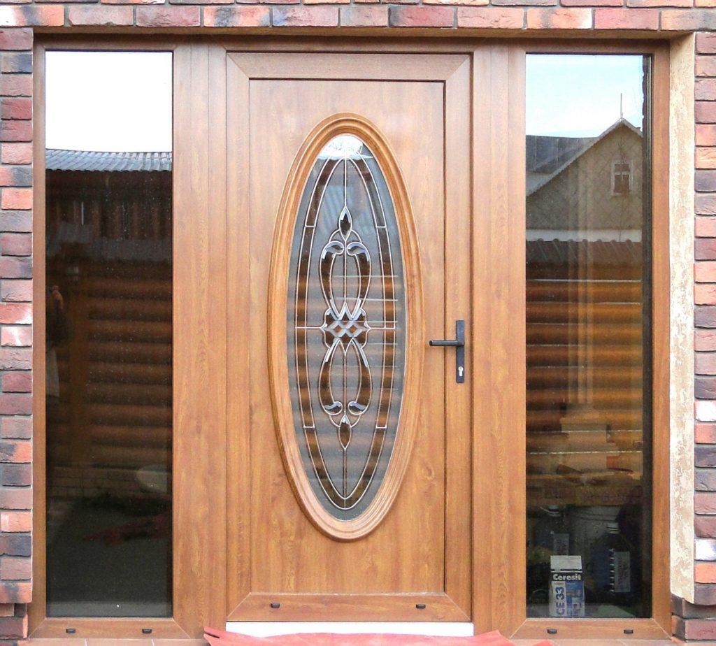Входная ПВХ дверь с рисунком на стекле