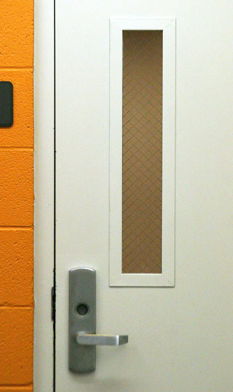 Противопожарная белая дверь
