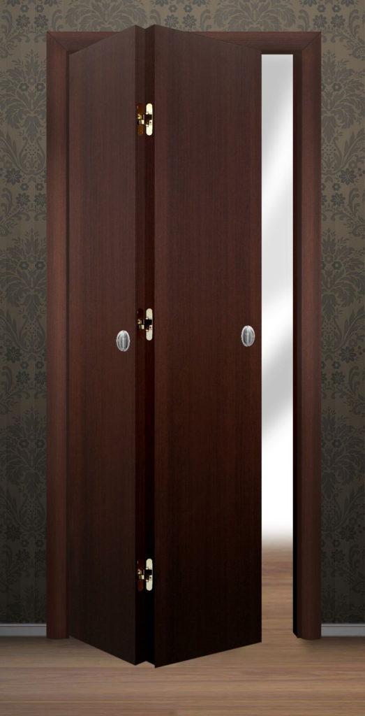 Складная дверь из дерева