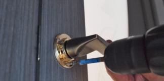 Монтаж дверной ручки