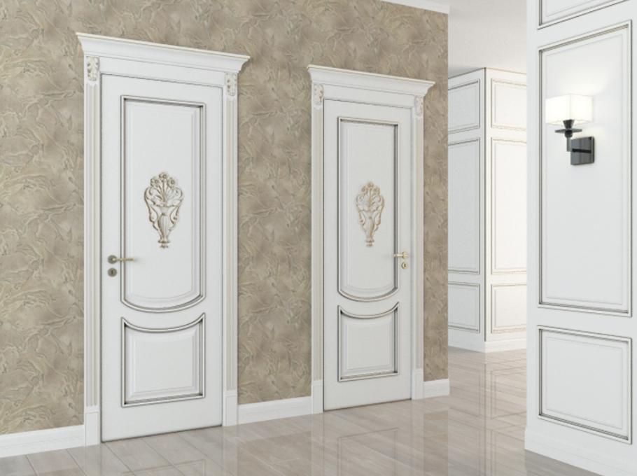 Дверь в туалет из массива