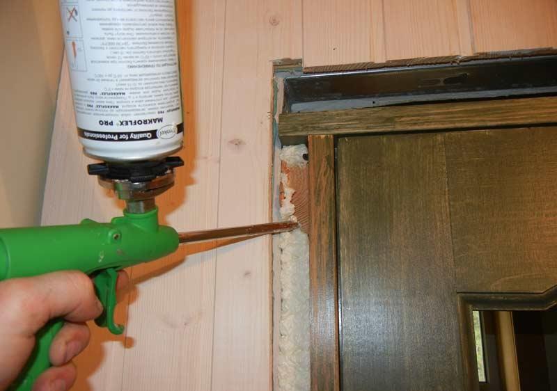 Запенивание коробки двери