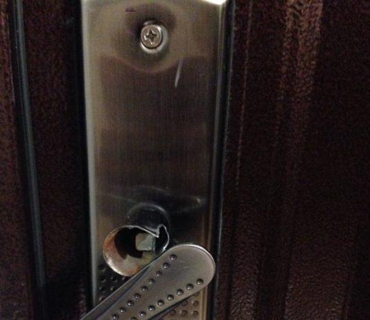 Сломанная ручка двери