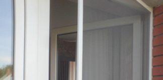 Сетка на балконе от насекомых