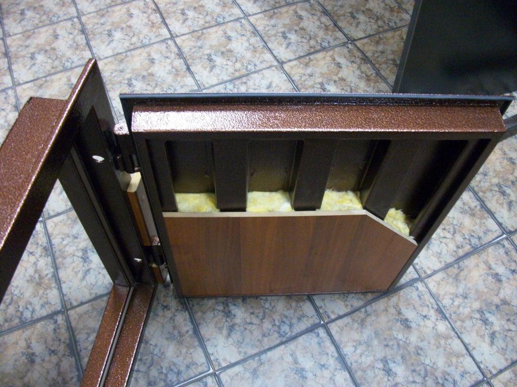 Дверь из металла в разрезе
