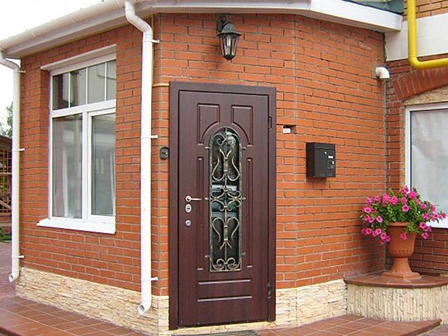 Входная наружная дверь