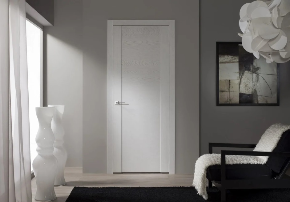 Белая дверь для стиля минимализм