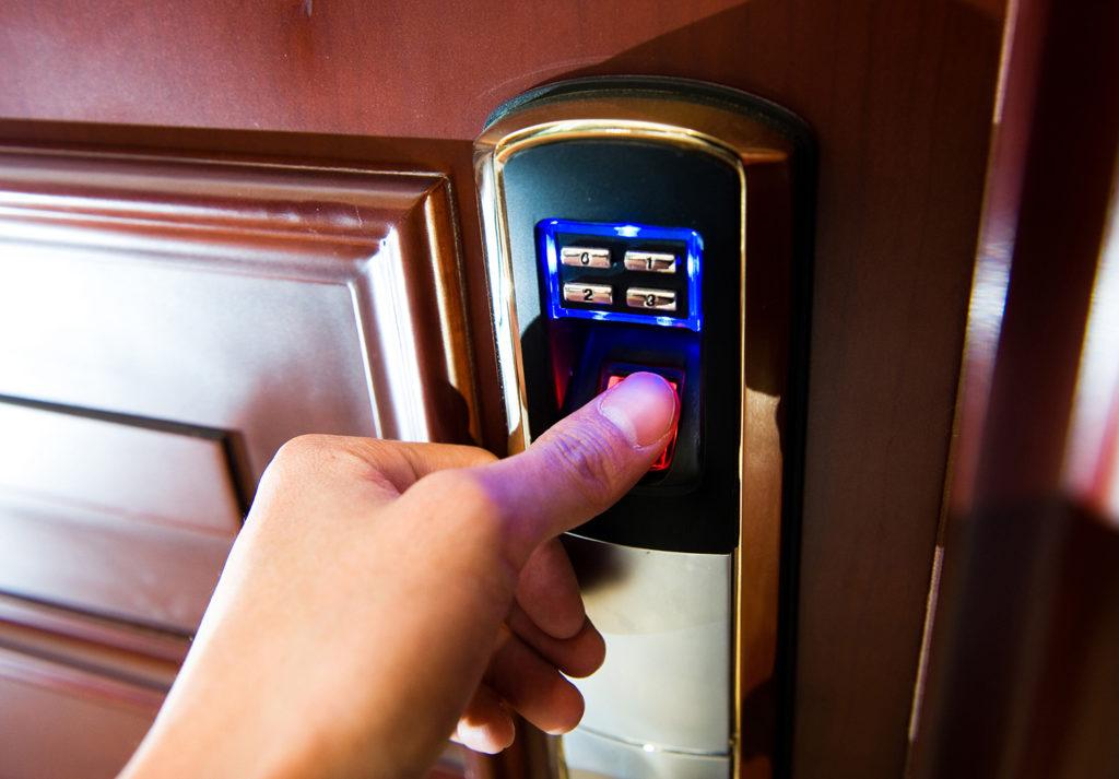 Использование замка с биометрией