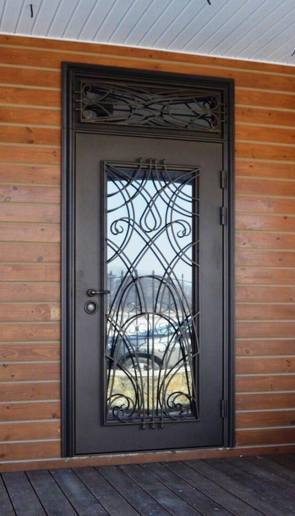 Дверь из металла с фрамугой
