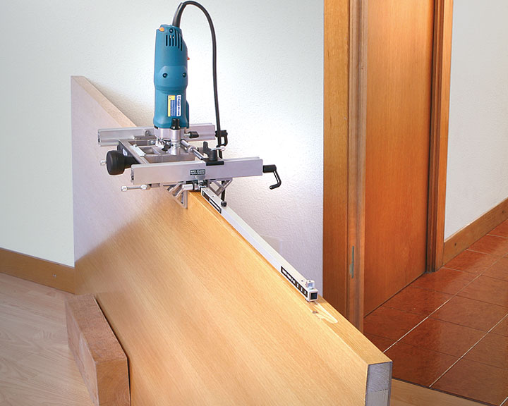 Установка замка при помощи фрезера