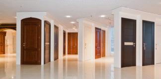 Межкомнатные двери в салоне продаж