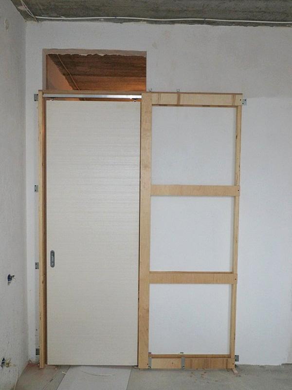 Установленная дверь-пенал
