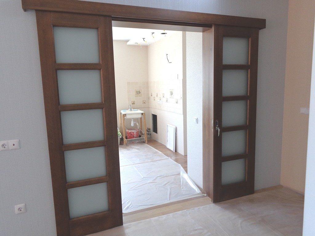 Раздвижная дверь с двумя створками